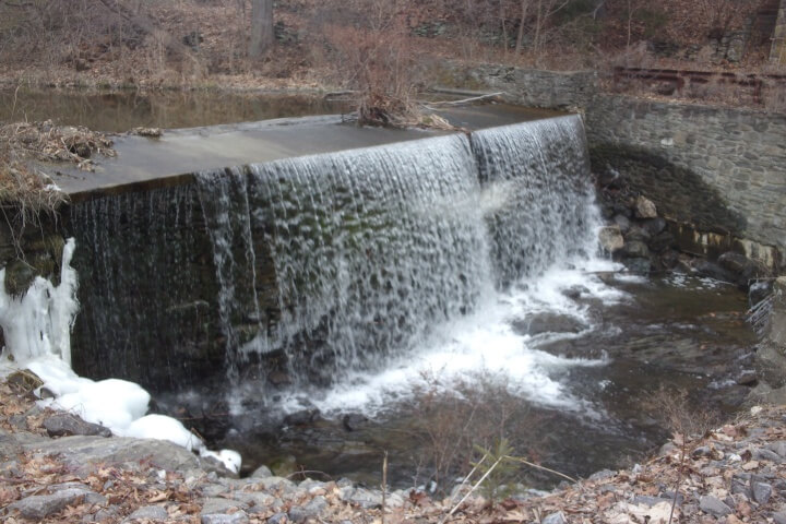 The state of New York is working to remove hundreds of dams built on tributaries of the Hudson River estuary that have outlived their usefulness. South Lattintown Creek dam; Photo credit: Andrew Meyer, NYSDEC